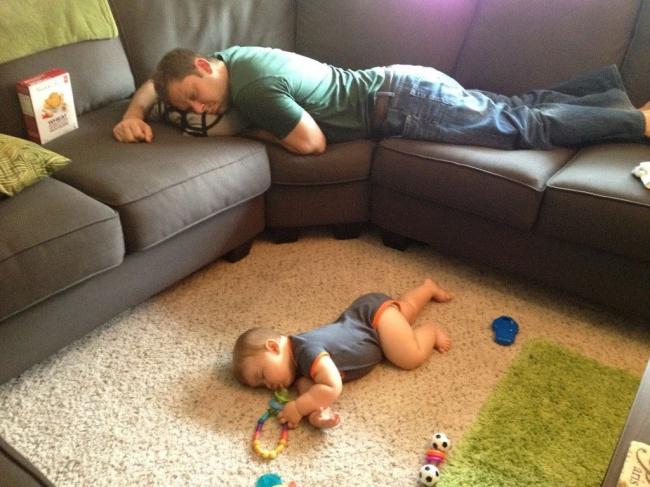 20 photos show that children can sleep anywhere (11)