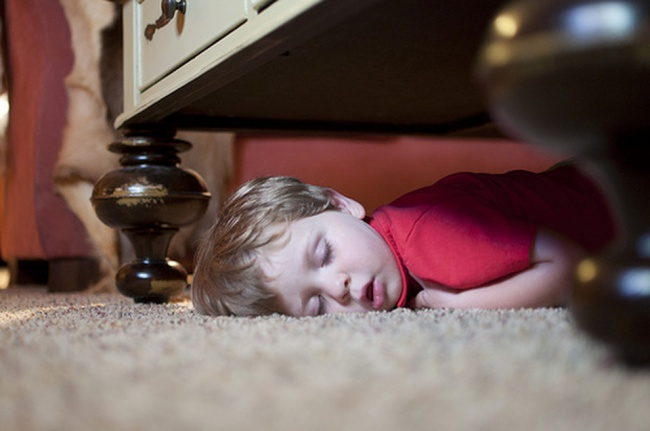 20 photos show that children can sleep anywhere (12)