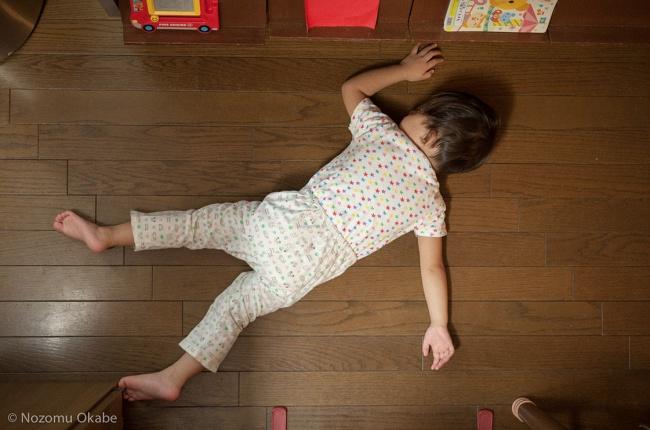 20 photos show that children can sleep anywhere (15)