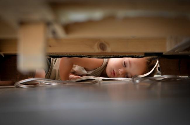 20 photos show that children can sleep anywhere (18)