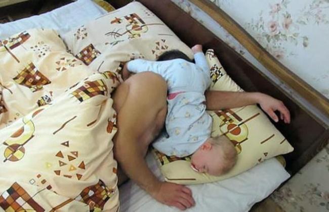 20 photos show that children can sleep anywhere (20)