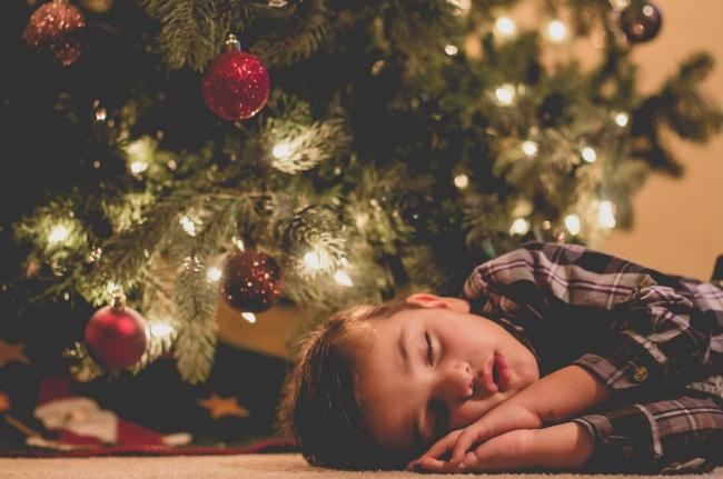 20 photos show that children can sleep anywhere (5)