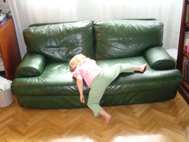 20 photos show that children can sleep anywhere (6)