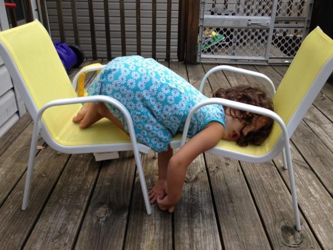 20 photos show that children can sleep anywhere (9)