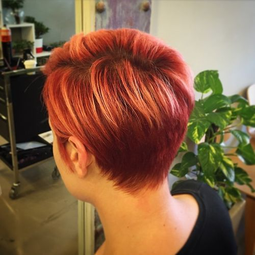 1-short-red-hairstyle-with-subtle-copper-highlights