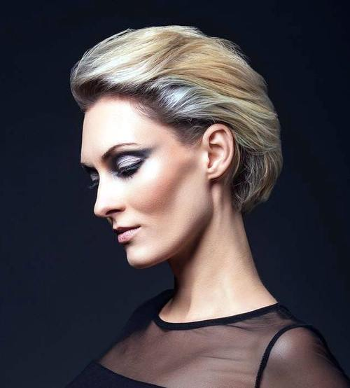 17-short-blonde-hairstyle-with-silver-balayage