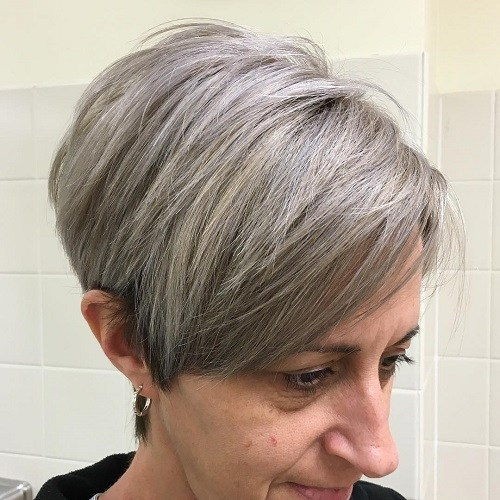 18-short-gray-hairstyle-for-mature-women