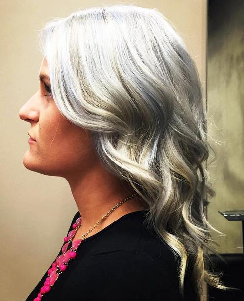 5-medium-silver-hairstyle-with-blonde-highlights