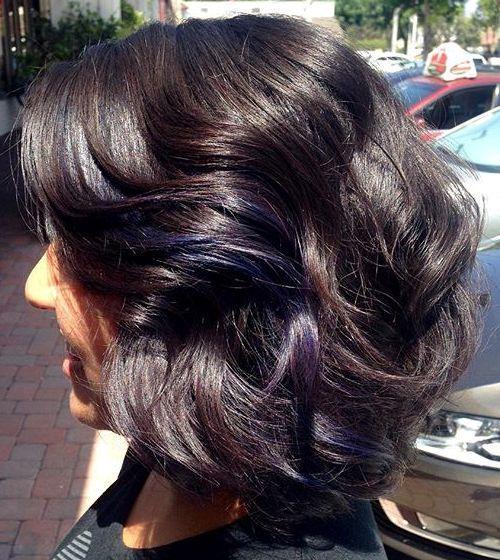 12-medium-wavy-brunette-hairstyle