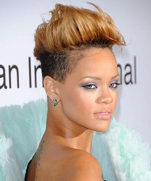 20 Rihanna-Short-Blonde-Mohawk