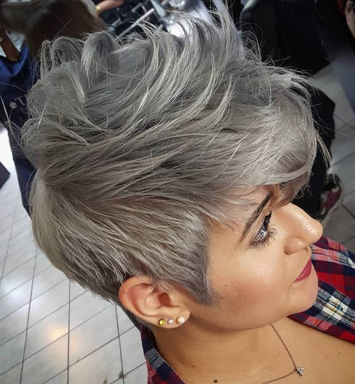 20-short-tousled-gray-hairstyle