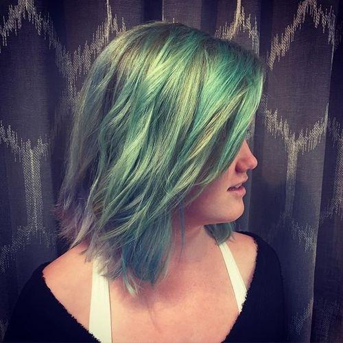 14-pastel-green-medium-hairstyle