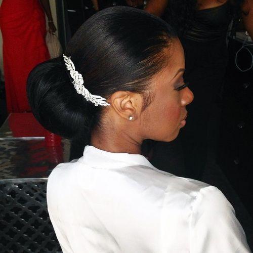 18-sleek-chignon-for-black-women