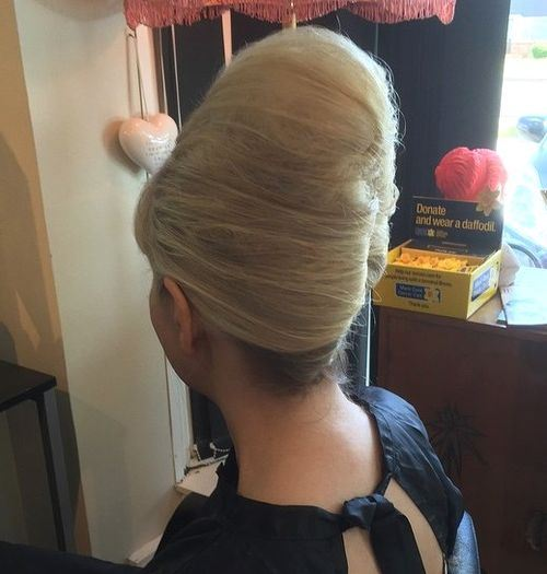 19-tall-french-twist-beehive