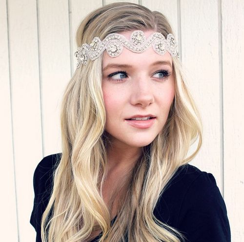 8-20s-inspired-hairstyle-with-a-headband