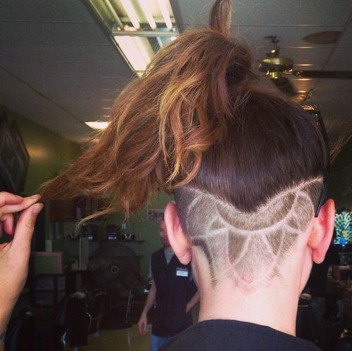 20 patterned undercut with ponytail