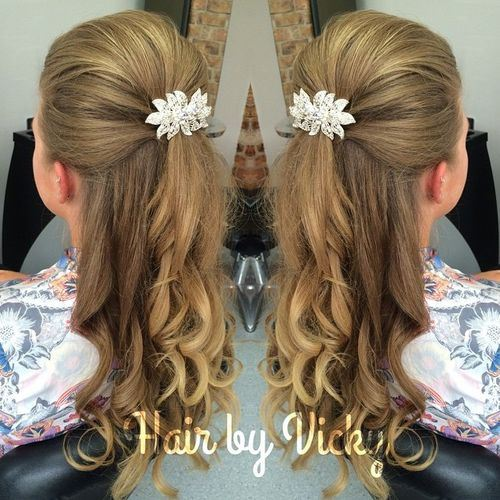 28 long blond hair with bump and sparkling clip