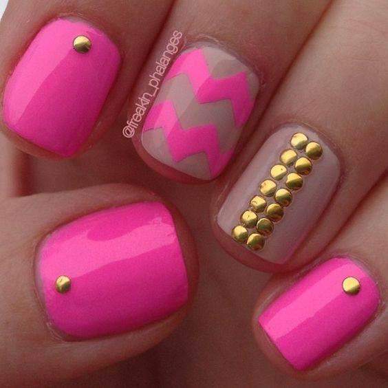29 Pink Chevron Nail Design for Summer