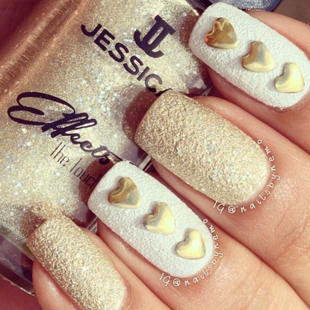 6 White and Gold Valentines Nails