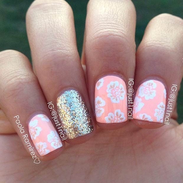15 White Flowers + Gold Glitter Accent Nail