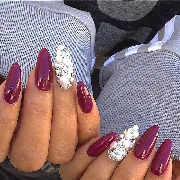 18 Burgundy + Pearls Accent Nail