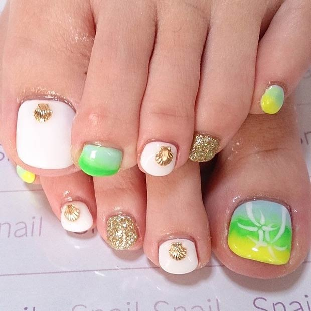 28 Gold Seashell Design