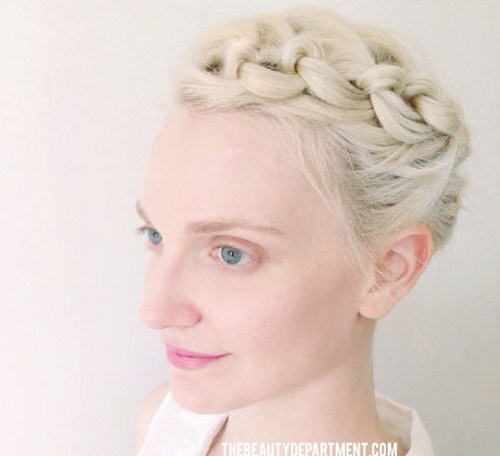 29 knotted updo for short hair