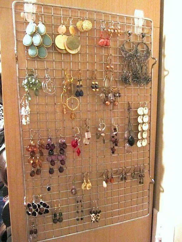 17 Hang earrings Organizing with a Cooking Rack