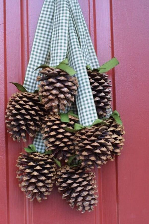 17 Pinecone Christmas Door Hanger