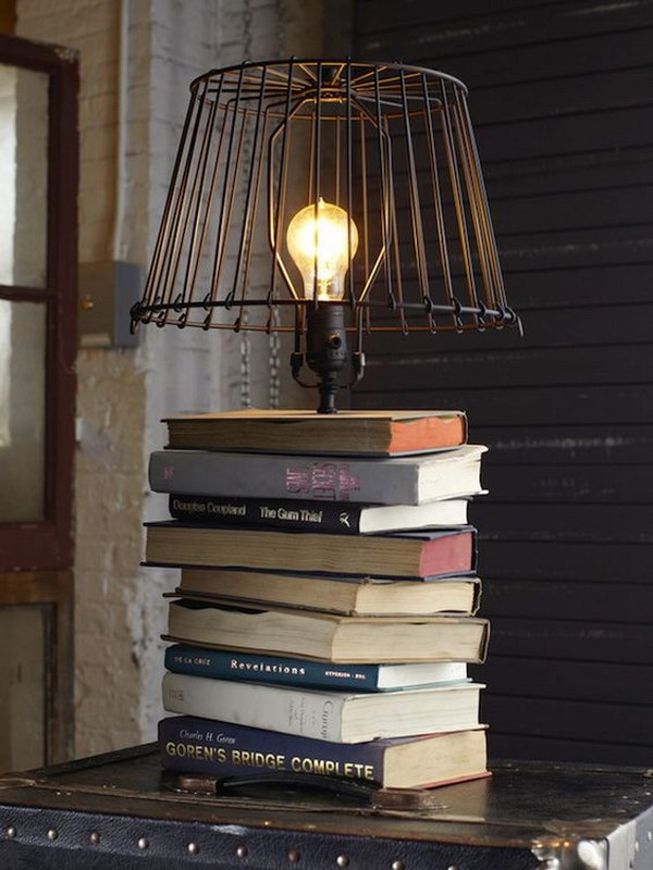 25 Upcycled Books Lamp