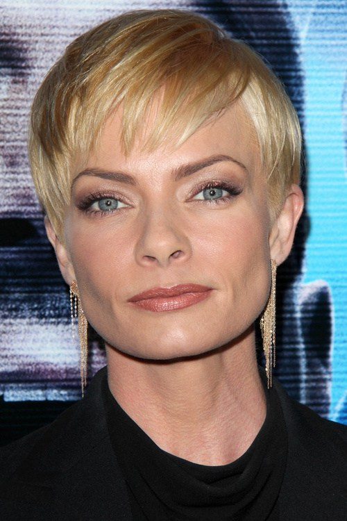 34 short blonde hairstyle with jagged bangs