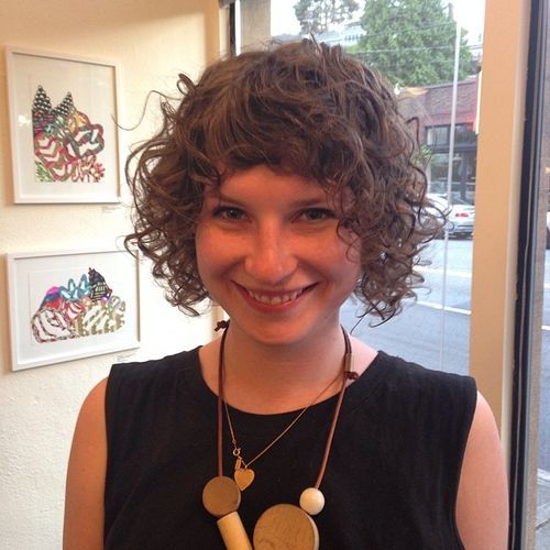 8 short curly hairstyle with bangs for thin hair