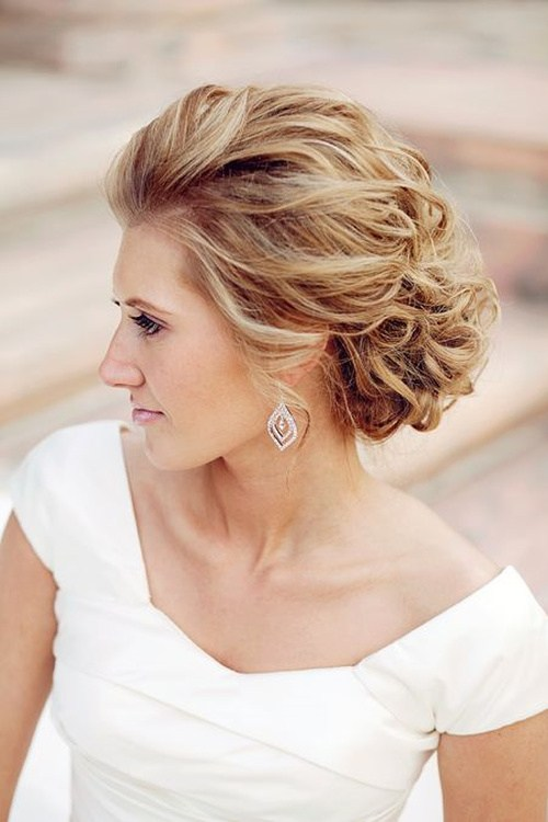 11 best beach wedding hair