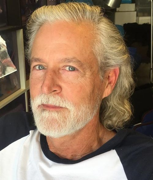 19 medium wavy hairstyle for older men