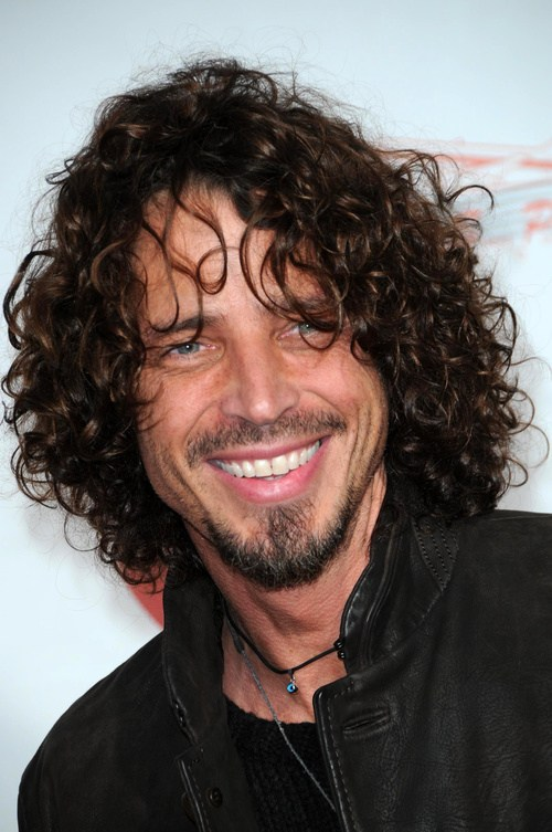 36 mens shoulder grazing layered haircut for curly hair