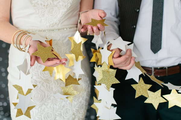 37 DIY Star Garlands in White and Gold