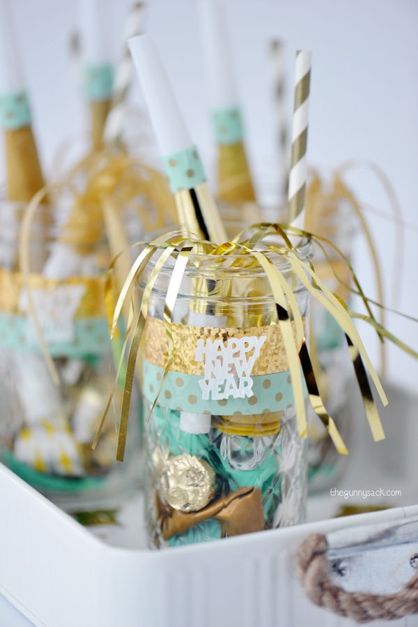 47 New Year's Eve Mason Jar Favors