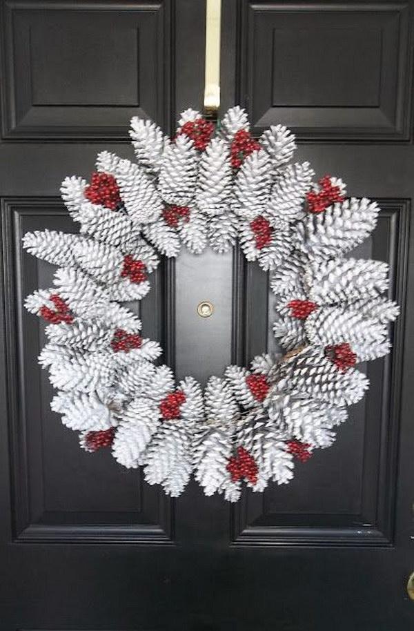 10 DIY Snowy Pinecone Wreath