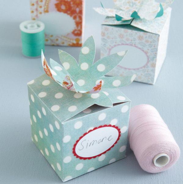 10 Flower Folded Top Gift Box