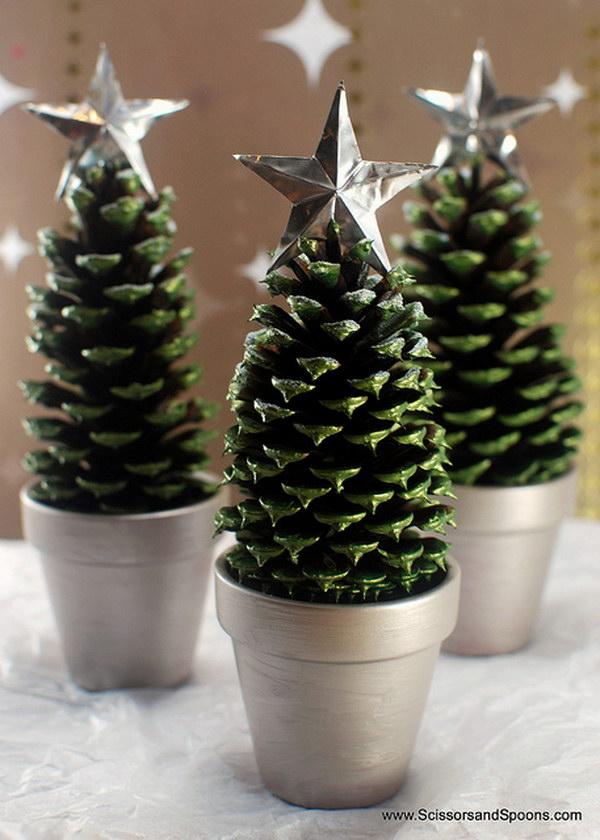 10 Pine Cone Christmas Trees