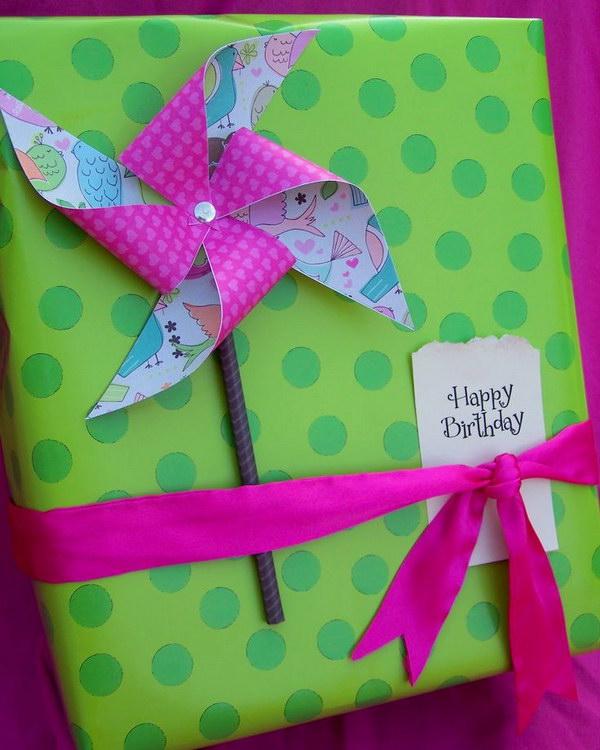 15 DIY Pinwheel Gift Wrap
