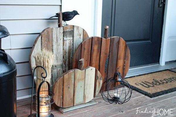 16 DIY Reclaimed Wood Pumpkins