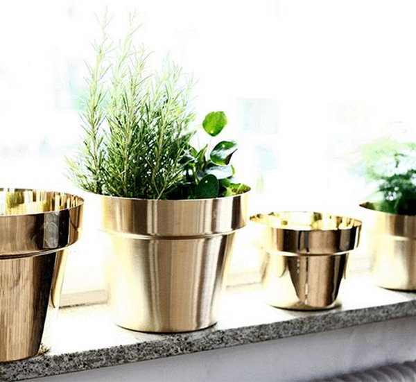 16 Spray Paint Your Terracotta Pots Metallic Colors to Get an Expensive Look