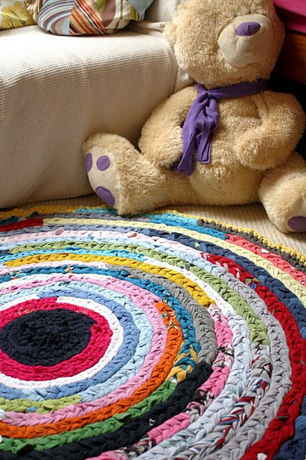 20 Easy Plaited Rag Rug Made from Old Tees and Vests