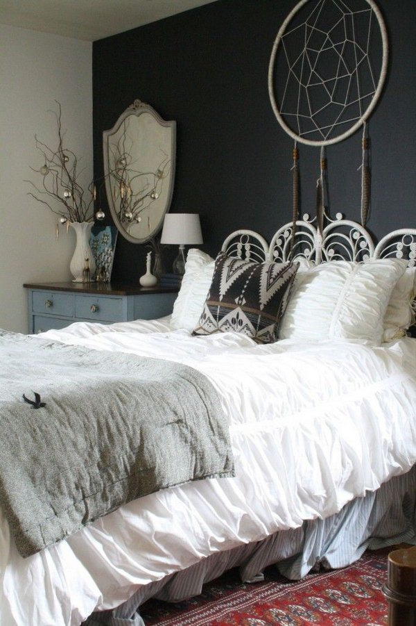 26 Bohemian Bedroom Decorated with Dream catcher