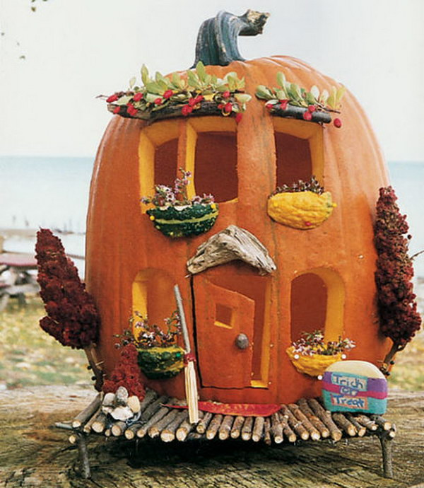 6 Cute Carved Pumpkin Abode