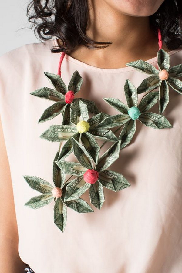 6 Easy DIY Money Necklace Made from Origami Flowers