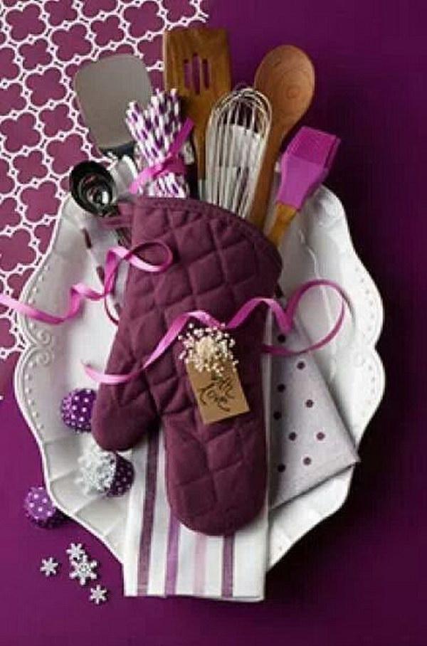 8 Kitchen Supplies in a Glove