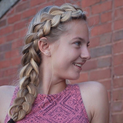 1 cute side braid hairstyle for teens