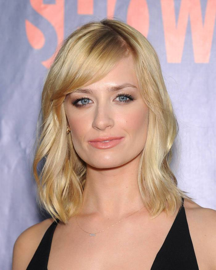 20 Inspiring Medium Blonde Hairstyles And Haircuts Page 12